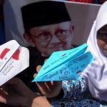 Kang Emil Ingin Sematkan Nama Habibie di Bangunan Monumental