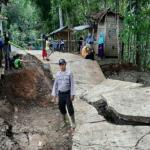 Tanah Bergerak, Jalan Desa di Cianjur Amblas