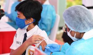 Pemerintah Vaksin 30 Ribu Pelajar Serentak di 14 Provinsi
