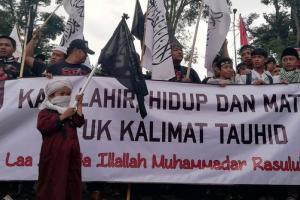 Massa Aksi Simpatik Bela Tauhid Padati Gedung Sate