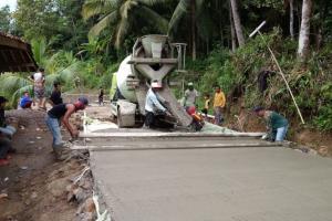 Warga Kawunglunguk Pertanyakan Proyek Betonisasi Jalan Desa