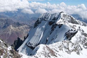 Pendaki Asal Bandung Tewas Tertimpa Batu di Cartenz Pyramid
