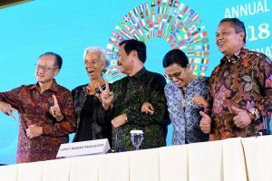Pose Jari Luhut dan Sri Mulyani Bukan Pelanggaran Pemilu