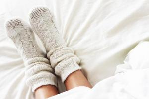 Tak Disangka, Tidur dengan Kaos Kaki Basah Bermanfaat