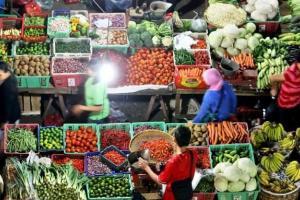 Ribuan Pedagang Pasar Induk Pasir Hayam Gulung Tikar