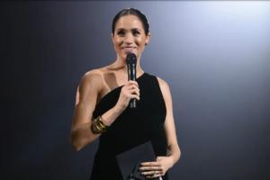 Meghan Markle Kejutkan British Fashion Award 2018