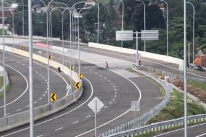 Ridwan Kamil Targetkan Seluruh Daerah Terhubung Jalan Tol