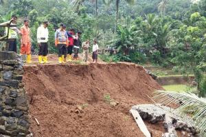 Dua Wilayah KBB Longsor Akibat Hujan Deras