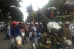 Massa FPI Padati Mapolda Jabar Kawal Pemeriksaan Habib Bahar