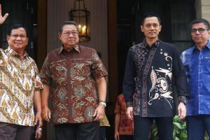 SBY Sambut Kedatangan Prabowo di Mega Kuningan