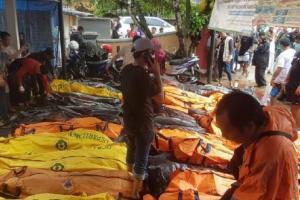 Tsunami Anyer, Seratusan Orang Meninggal Dunia