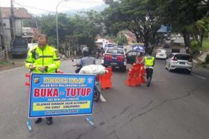Longsor di Malangbong, Jalur Bandung-Tasikmalaya Ditutup