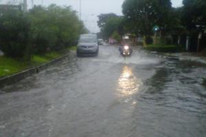 Banjir di Kahatex, Jalur Bandung-Garut Macet Panjang