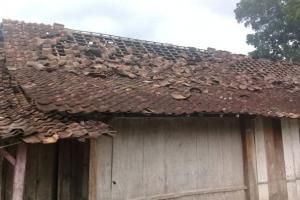 165 Rumah di Cirebon Rusak Usai Diterjang Angin Puting Beliung