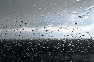 Hujan Disertai Angin dan Petir Warnai Jabar di Hari Pertama 2019