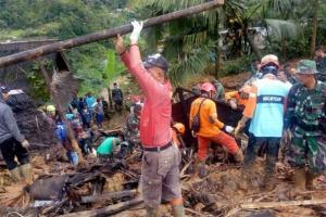Alat Berat Sulit Akses Titik Longsor Sukabumi, Evakuasi Terpaksa Manual