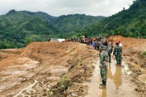 Titik Rumah Tertimbun Longsor Ditandai, 892 Personel Dikerahkan