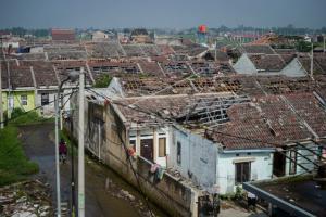Warga Terdampak Puting Beliung di Rancaekek Butuh Terpal