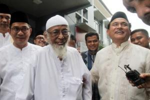 Jokowi Bebaskan Abubakar Ba'asyir Pekan Depan