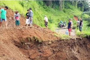 Jalan Utama Putus, Warga Desa Neglasari Terancam Terisolir