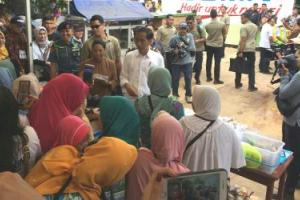 Di Bekasi, Jokowi Curhat Waktu Kecil Jadi Korban Penggusuran