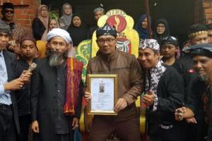 RK Dianugerahi Gelar Rama Agung Adijaya Perkasa
