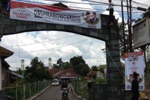 Kecolongan Dukung Jokowi, Ponpes di Tasik Langsung Pasang Spanduk Prabowo