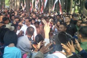 Sambut Jokowi, Ribuan Warga Cianjur Padati Objek Wisata Poklan