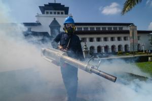 Cegah DBD, Fogging Dilakukan di Gedung Sate dan Sekitar