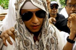 Gema Takbir Mengiringi Sidang Perdana Habib Bahar