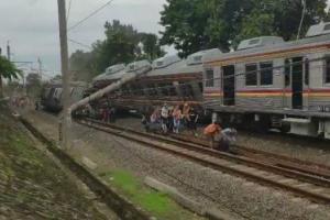 KRL Jatineraga-Bogor Terguling, Sebab Tertimpa Tiang Listrik