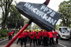 Gubernur Jabar kecam vandalisme saat May Day