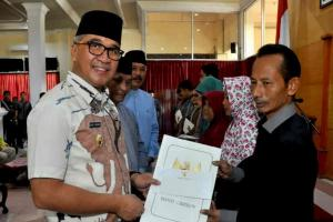Pemkab Cirebon Santuni Ahli Waris Petugas KPPS yang Wafat