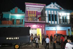 Polisi Gerebek Rumah Penyimpanan Miras di Garut