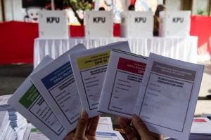Sulitnya Caleg Selebritas Tembus Senayan