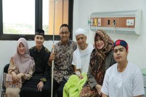 Gubernur Anies Jemput Jenazah Ustaz Muhammad Arifin Ilham