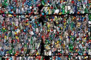 Indonesia Tetap Reekspor Sampah Plastik Ilegal