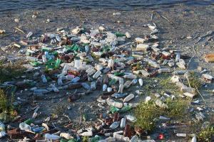 Studi: Partikel Plastik Mencemari Air Minum