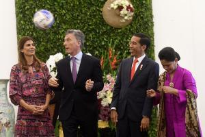 Aksi Presiden Argentina Oper Bola 'Made in Majalengka'