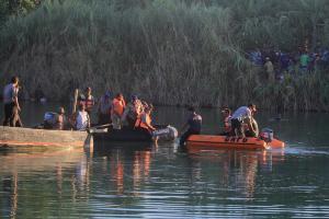 Pesawat Latih 'Cesna' Jatuh di Sungai Cimanuk Indramayu