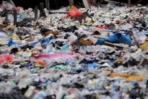 Tumpukan Sampah Kali Bahagia Bekasi hingga Satu Kilometer