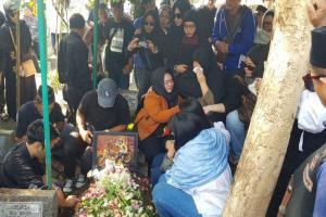 Komedian Agung Hercules Dimakamkan di TPU Cikutra Bandung
