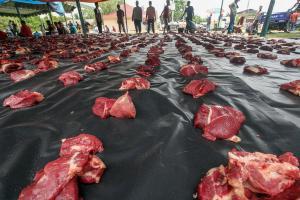 Sembelih 22 Kurban, Pemkab Cianjur Bagikan Paket Daging