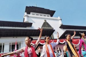Tari Ketuk Tilu Massal di Gedung Sate Bandung