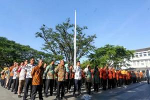 Pemkot Bandung Kibarkan Bendera Setengah Tiang