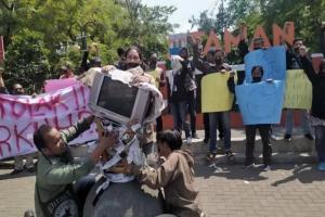 Puluhan Jurnalis Kecam Kekerasan Terhadap Pers