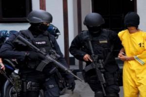 Densus 88 Lakukan Penggeledahan Sebuah Rumah di Bandung