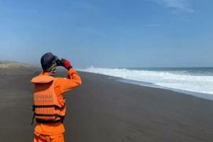 Petugas Gelar Penyisiran Darat Cari Nelayan Ence