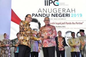 Pemkab Kuningan Terima Penghargaan APN 2019