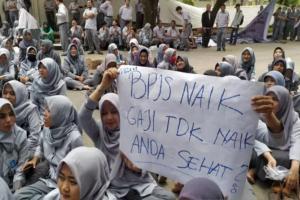 Pegawai RSUD Al-Ihsan Bandung Berdemo